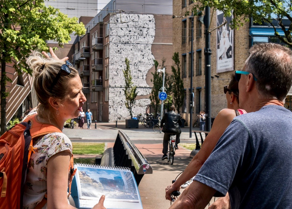 Inside Rotterdam tour guide showing Rotterdam during the Highlights walking tour
