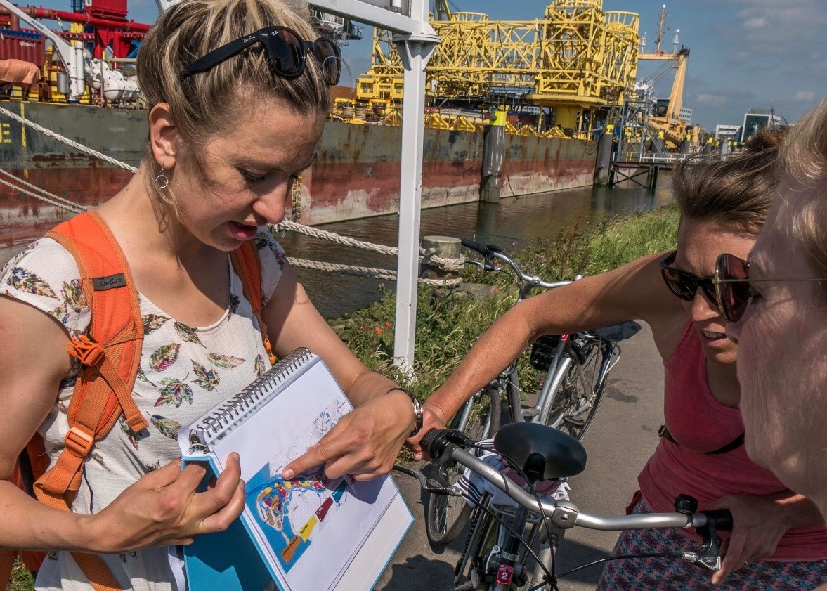 Guide shows the immense Rotterdam port on a map